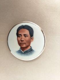 毛主席瓷像章,。5CM。反面中国山东[英语][一]