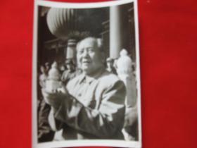 毛主席在天安门城楼上拍手1枚