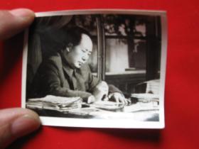 老照片毛主席批阅文件1枚有笔道