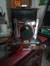 稀见的建国初海鸥牌木箱照相机。一个时代相机发展的见证,物以稀为贵,极有收藏价值。