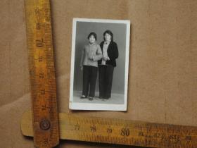 一张小尺寸 文革老照片,手持红宝书老照片 红色收藏