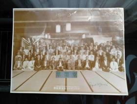 末代皇帝溥仪的英文老师庄士敦 Reginald Fleming Johnston,1935年访问日本时大幅合影银盐老照片,亲笔英文签名,另附说明一纸
