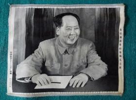 我们最敬爱的领袖毛主席(丝织品)