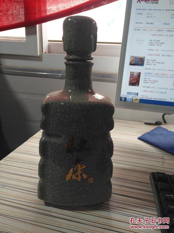 杜康     酒瓶 一个  如图