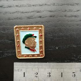 文革毛主席像章 军装 长方形 外围五角星 向右