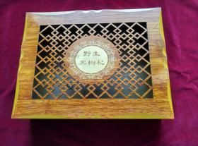 人造木盒子,合页精致,盒盖雕工漂亮
