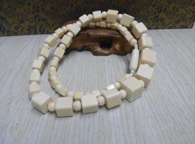 古玩文玩收藏类:欧洲回流猛犸牙项链 展开总张55cm左右 重43.7g左右 欧洲工艺 做工精湛 材料保真 实物图片