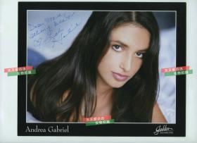 美国女演员安德烈娅·加布丽埃尔亲笔签名肖像照片,25.3X20.2厘米。