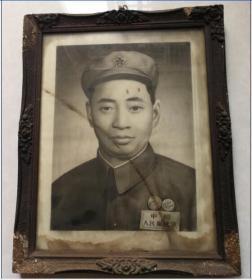 五十年代手绘画的铅笔画素描人物军人画像带老相框包老稀少