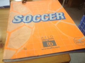 买满就送 SOCCER 一本足球题材的摄影集