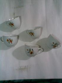 老茶杯5个(瓷器。中国制造,中英文)