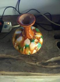 唐三彩天球瓶,色彩斑斓,开片细密