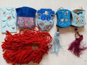 清末民国时期打籽绣,金银丝绣等多种传统手工绣花香囊,饰件等8件