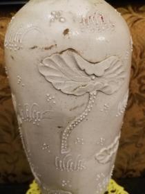 王炳荣堆塑雕瓷鸳鸯荷花白瓷瓶