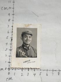 老照片    军人  1964年于北京留影照片