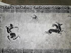 逐鹿中原汉代画像砖,勇武开拓进取的大汉精神正是汉文化的回归,与如今中国开启一带一路,走出去开拓广阔天地引领世界之精神也一致,汉代,逐鹿中原,通天神树,画像砖拓片,砖长142+54+15cm留有题跋空间