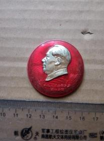 毛主席像章(背面伟大领袖毛主席视察舒茶十周年) 尺寸图为准