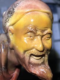 看看微拍下的前辈工匠的水平:寿山蜡烛红黄俏芙蓉摆件:渔乐!请欣赏一下大师级的精雕、微雕水平!(另外俏黄脸上还有桃花粒子,象这种带有如此巧妙俏色的芙蓉很难遇上!愿有缘人得之并宝之!)