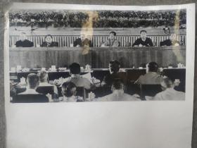 老照片:胡 耀邦,邓 小平,毛主席新闻照片58张(还有几张重复的),1961年月历照片(上海公私合营真善美照片社   )等,中国铁路工会中铁十五局集团第一次代表大会2002洛阳