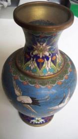 """上世纪七十年代出品""""白云、仙鹤""""铜胎景泰蓝花瓶"""