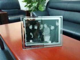 Old photos recording Chinese historical moments [Mao Zedong, Liu Shaoji, Deng Xiaoping, Zhou Enlai, Chen Yun, Peng Zhen] 31*23 cm记录中国历史时刻的老照片【毛泽东、刘少奇、邓小平、周恩来、陈云、彭真】31*23厘米