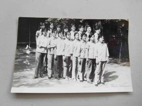 七、八十年代女青年合影照片