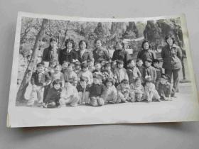 七八十年代幼儿园师生留影