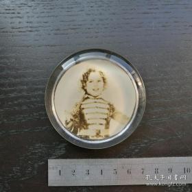 【超珍罕】 圆形 民国 玻璃镇纸 照片 秀兰邓波儿 非常漂亮 厚1.5厘米 手感沉 好 滑爽无比