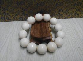 古玩文玩收藏类:猛犸牙手串 三无冰料 直径1.8cm左右 重68g左右 实物图片 材料保真