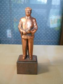 1993年【毛主席铜像】作者:刘开渠,程允贤。编号发行,韶山市委宣传部监制。高18.7厘米(含底座)