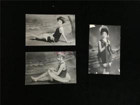 上世纪初海边泳装日本少女明信片三张。海女身披渔网、拿洋伞、套泳圈。