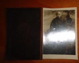 黑白相片----老人、附底片【长11.3CM*宽7.4CM】