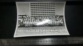 老照片:中国东北地区少数民族经济史反殖民地经济学术会议全体代表合影(1988.7)中国吉林