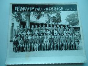 阜新县佛寺蒙古中学初三.二班全体师生合影1982.5.1,照片尺寸15X12CM