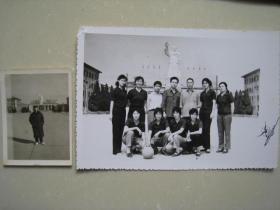 老照片 河南洛阳第一拖拉机厂毛主席塑像