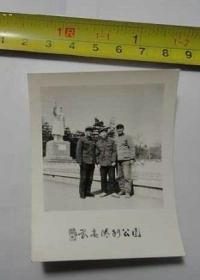 老照片 长春胜利公园毛主席塑像前