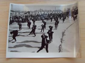 超大尺寸:1972年,黑龙江肇东县,群众滑冰运动