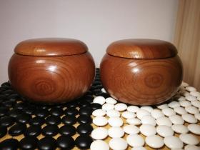 日本进口围棋36号蛤碁石~蛤棋石,配套老榉木带杢纹碁笥棋罐,详见17张图片和描述