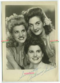 外国三名美女歌手组合亲笔签名照片,大约1940-1950年代,银盐泛银。