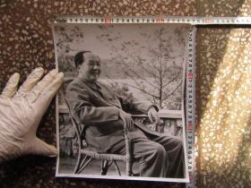 毛主席坐藤椅上大尺寸文革老照片,新华书店流出的库存货,包老包真!