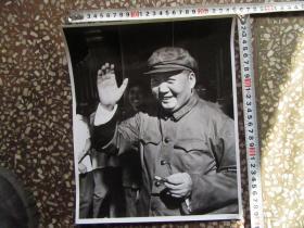 毛主席军装挥手大尺寸文革老照片,新华书店流出的库存货,包老包真!
