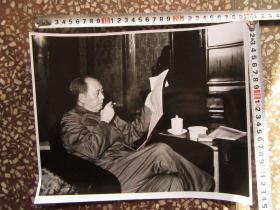毛主席军装抽烟大尺寸文革老照片,新华书店流出的库存货,包老包真!