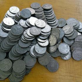 国徽一元硬币都是90年代的76枚
