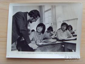 老照片【1979年,新西兰首都惠灵顿女子中学,留学的中国女孩】
