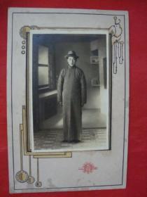 【民国老照片】一位戴礼帽青年----浮雕卡纸镶嵌