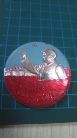 毛主席像章--人民解放军应该积极支持左派广大群众【像章图像带有天安门·后面带有毛主席万岁】KT08