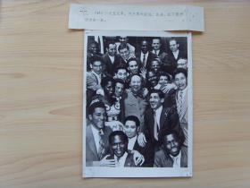 1959年,毛泽东和亚非拉外国朋友在一起