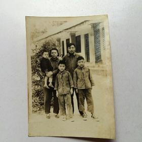 全家合影老照片 带红领巾【1966年1月24】