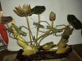 上世纪八九十年代出口创汇产品,纯手工水牛角雕摆件《鸳鸯戏水并蒂莲》(收藏佳品)