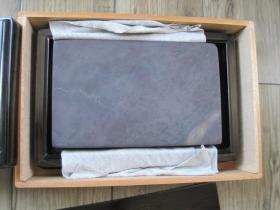 日本拍回大氣罕見的,老坑仔青花端硯硯板,墨譚木盒,手感好,大小適中﹝22*14*3.5﹞